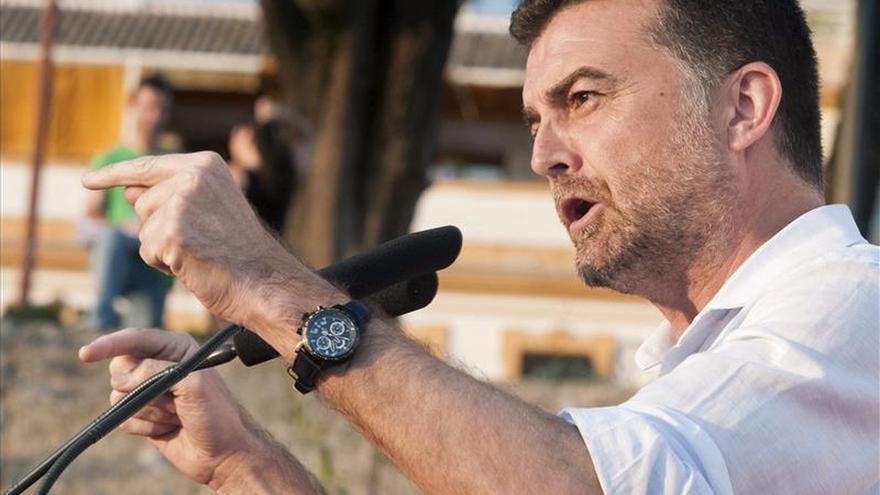 """IU pide """"no mezclar"""" la negociación en ayuntamientos con investidura de Díaz"""