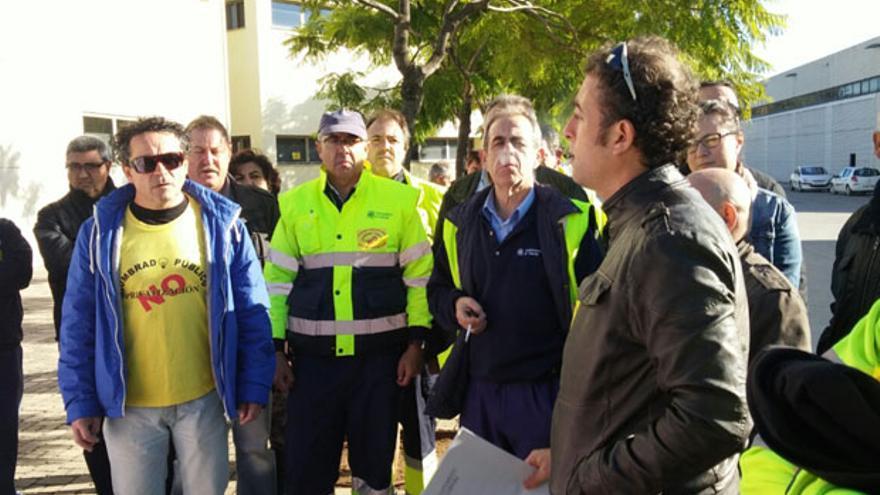 Imagen de una protesta en Infraestructuras contra la privatización del alumbrado