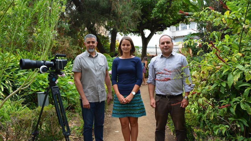Parte del equipo de realización del audiovisual, en el jardín de aclimatación de La Orotava