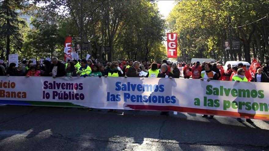 Multitudinarias manifestaciones recorren España en protesta por los recortes