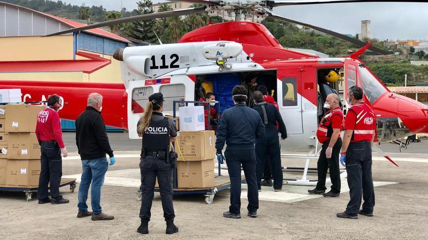 La distribución del material se ha realizado con la ayuda del Grupo de Emergencias y Salvamento (GES) y del Centro Coordinador de Emergencias y Seguridad  (Cecoes) que ha desplegado sus helicópteros.