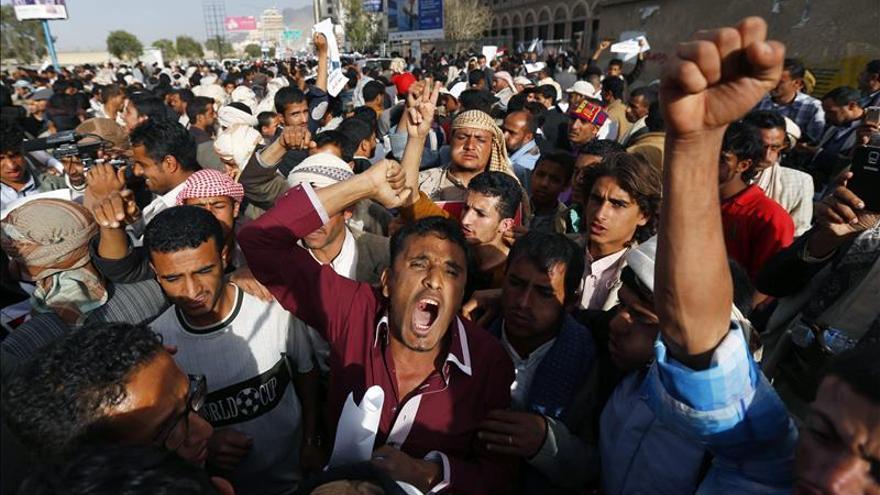 Mueren diez hutíes y siete milicianos tribales en enfrentamientos en el Yemen