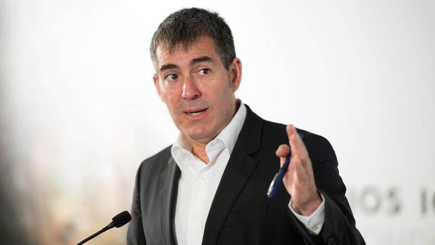 """Clavijo cree que es una """"buena noticia"""" que haya PGE y descarta una bajada de fondos para Canarias"""