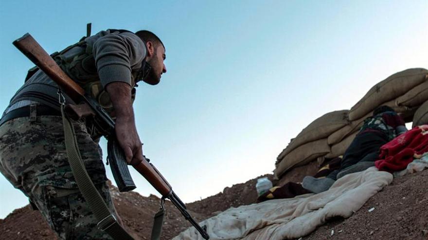 El EI repele ataque de las FSD para irrumpir en el casco antiguo de Al Raqa