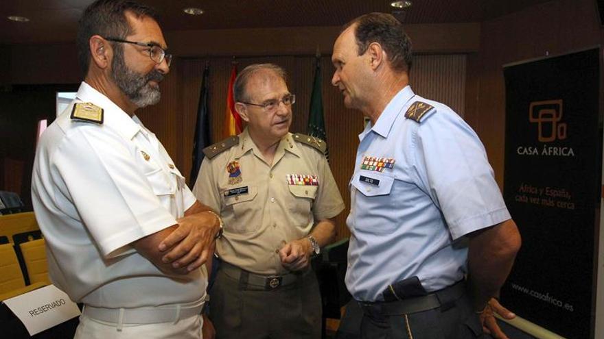 El director del Instituto Español de Estudios Estratégicos, el general Miguel Ángel Ballesteros, en el centro.