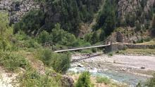 El río Ara sigue transcurriendo libre junto a un Jánovas que renace poco a poco como una metáfora de las desacertadas políticas hidráulicas de Aragón.