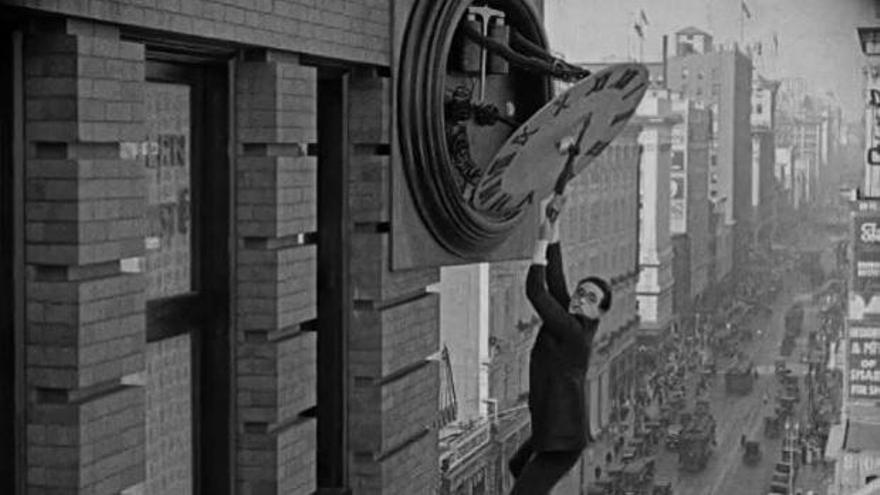 Harold Lloyd y el reloj
