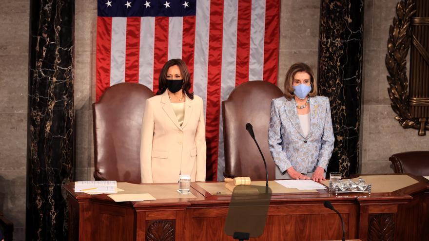 Biden homenajea a las dos mujeres que le siguen en la línea de sucesión