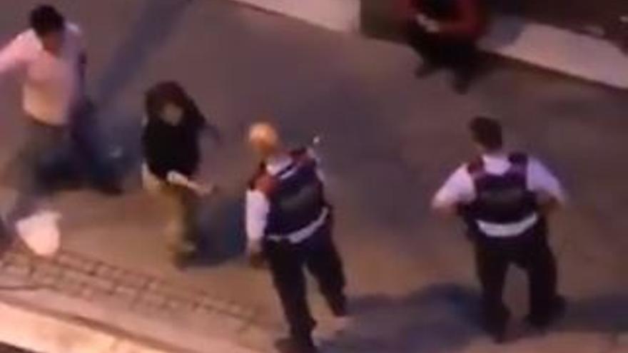 Actuación de los Mossos contra una mujer en Hospitalet de Llobregat