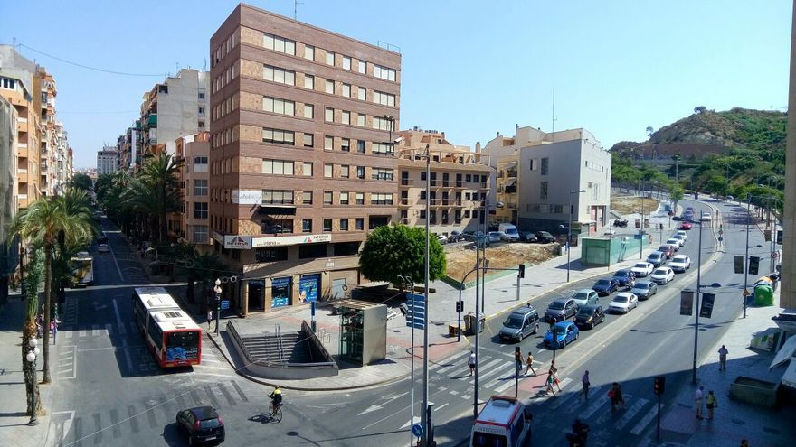 Confluencia de Alfonso el Sabio y Jaume II, en el centro de Alicante