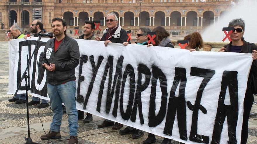 """IU-UP protesta contra la 'Ley Mordaza' por """"ser un atentado contra derechos y libertades de la ciudadanía"""""""
