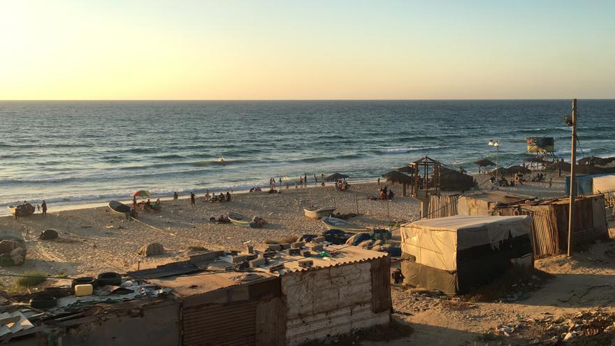Lugares de recreo al borde del mar para las familias  gazatíes.   FOTO: Isabel Pérez