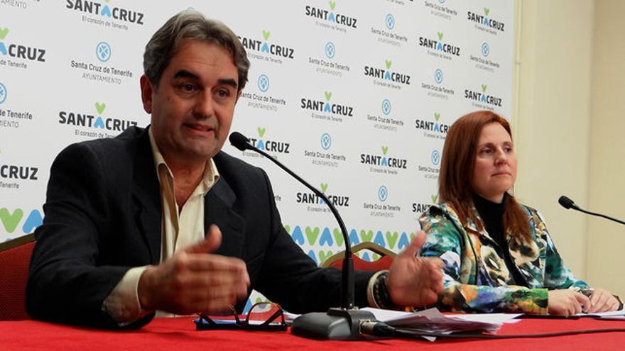 Pedro Fernández Arcila, abogado y líder de Sí Se Puede en Santa Cruz, junto a Asun  Frías, compañera de partido