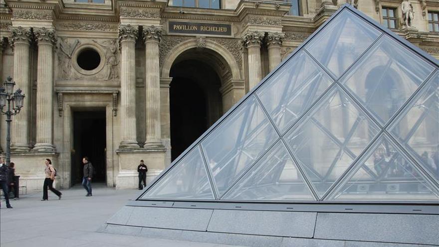 """El Louvre, """"indignado"""" por la destrucción de las estatuas en Mosul"""