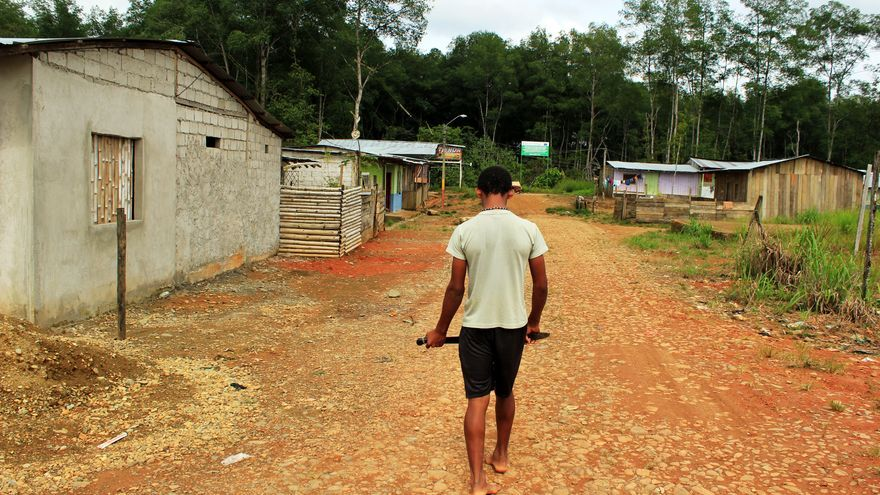 En enclaves del Pacífico ecuatoriano como Pampanal o San Lorenzo donde miles de colombianos tratan de rehacer sus vidas/ Jaime Giménez