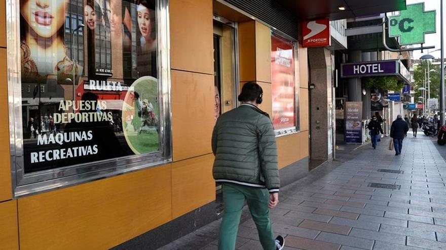 IU reprocha al Gobierno falta de soluciones a la adicción al juego de los jóvenes