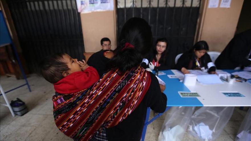 Ex primera dama confía en pasar a la segunda vuelta electoral en Guatemala