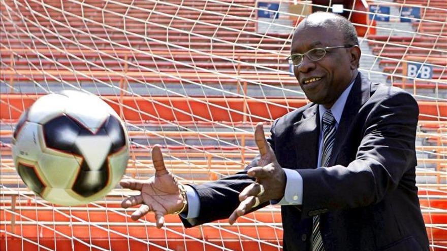 El exvicepresidente de la FIFA Jack Warner permanece detenido en Trinidad