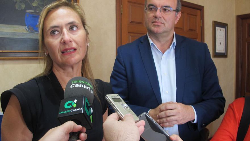 Anselmo Pestana junto a Pamela Duarte, encargada de marketing del Servicio Nacional de Turismo de Chile.