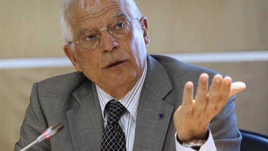 """Borrell insta al PSOE a """"no dar nada a cambio de nada"""" para formar gobierno"""