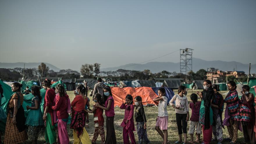 El campo de desplazados de Tundhikel alberga a 11.000 que han perdido su vivienda y en muchos casos sus medios de vida, cada familia recibe porciones de de fideos precocinados pero que son insuficientes para una dieta básica./ Pablo Tosco (Intermón Oxfam).