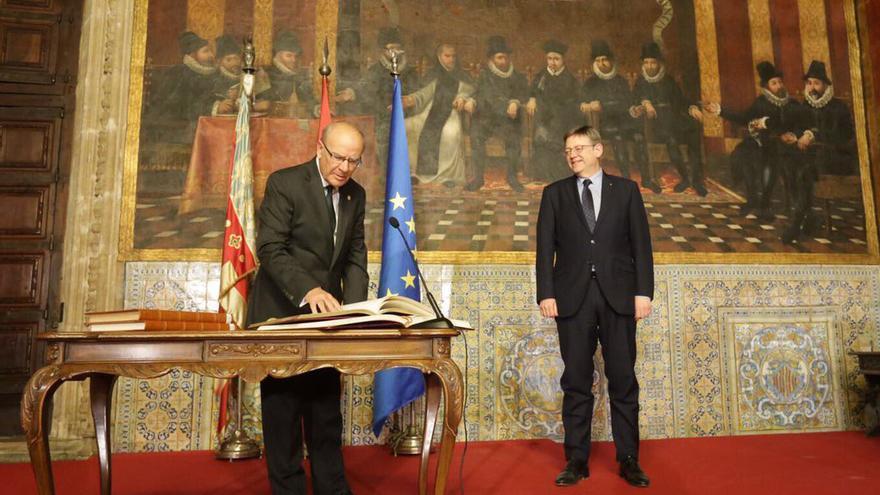 Ramon Ferrer pren possessió com a president de l'Acadèmia Valenciana de la Llengua