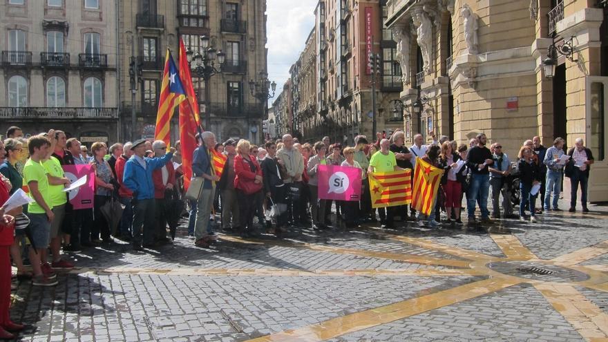 Cientos de personas se concentran en el País Vasco en apoyo al referéndum