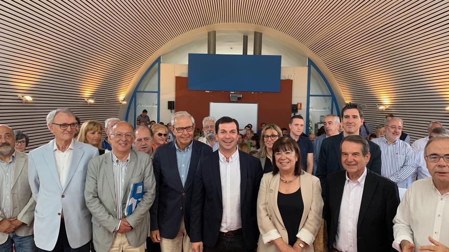 Gonzalo Caballero, los expresidentes Laxe y Touriño y otros dirigentes socialistas, este sábado en Santiago