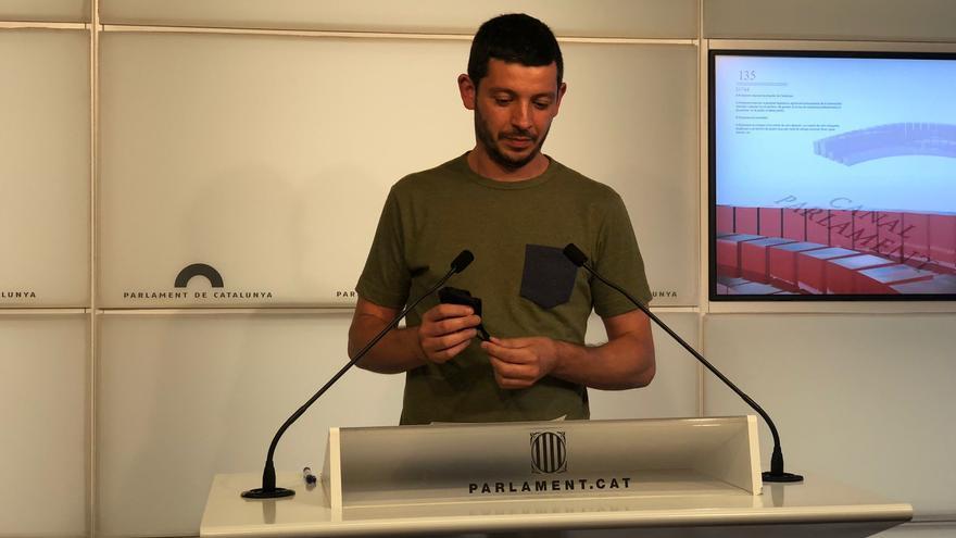 El diputado de la CUP en el Parlament Xavier Pellicer en rueda de prensa en la Cámara catalana, en Barcelona, el 29 de junio de 2021.