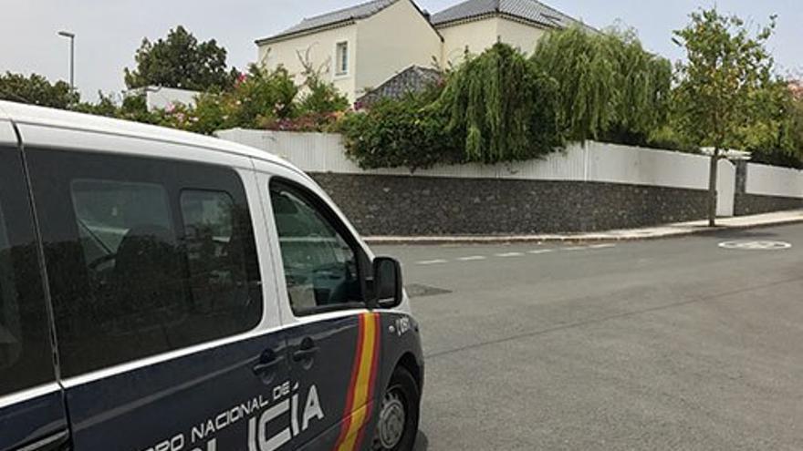 Vigilancia frente a la casa de Soria.