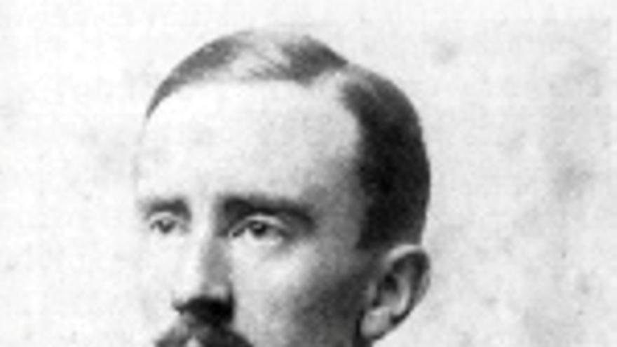 J. R. R. Tolkien con su uniforme de la Primera Guerra Mundial