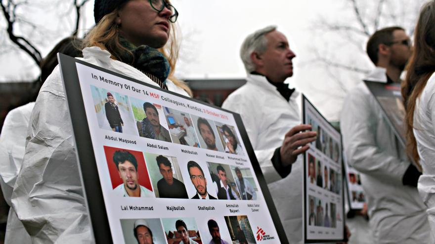 El 9 de diciembre de 2015, Médicos Sin Fronteras envió una petición con más de 547,000 firmas a la Casa Blanca, pidiendo al presidente Obama que permitiera una investigación independiente sobre el ataque estadounidense al hospital de traumatología de MSF en Kunduz, Agfanistán. | Foto: Michael Goldfarb