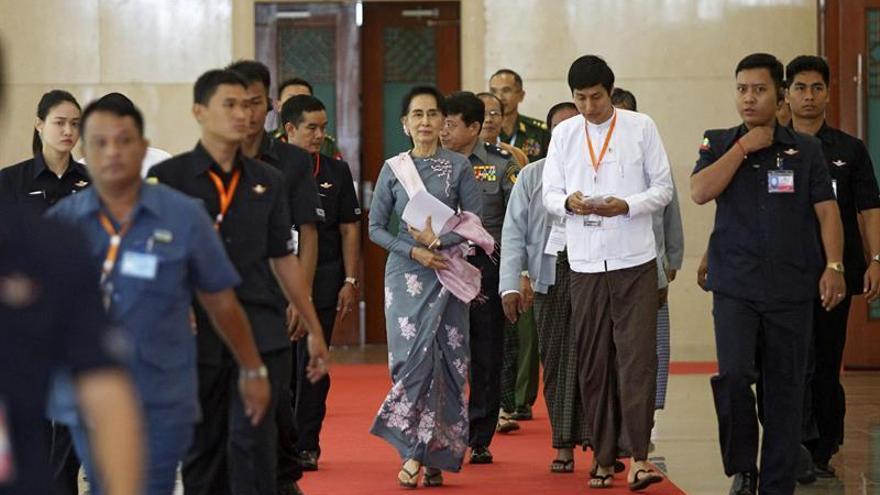 Suu Kyi cierra la reunión de las etnias con una llamada a la unidad y la paz
