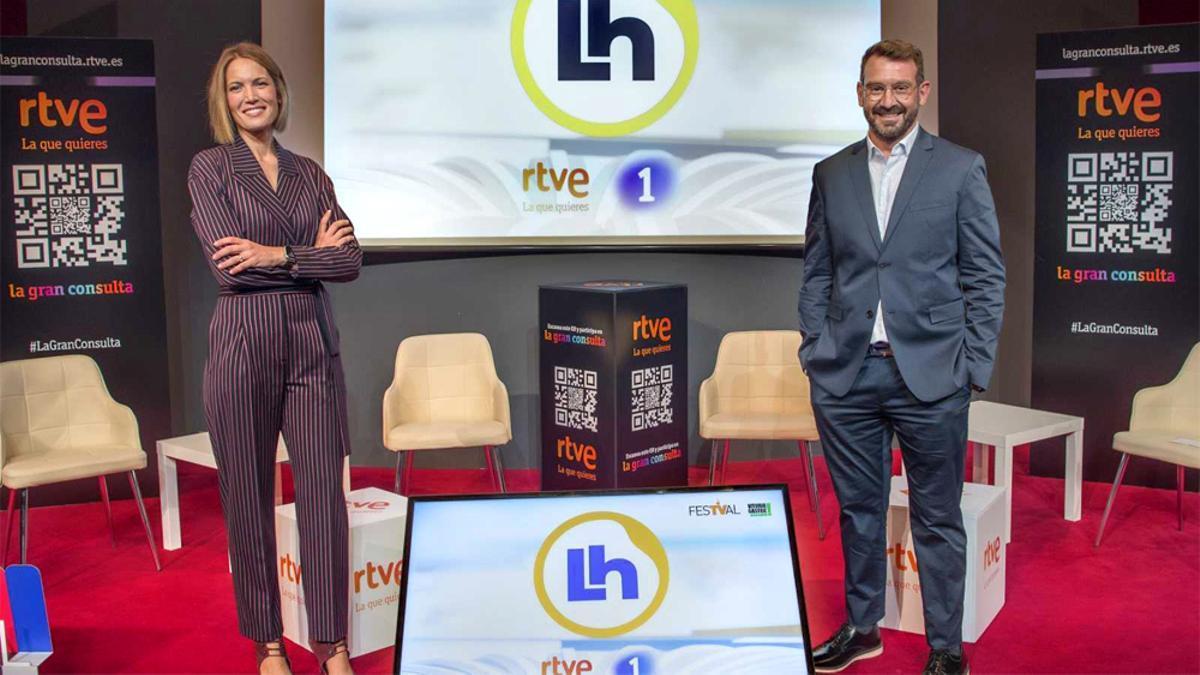 Silvia Intxaurrondo y Marc Sala en la presentación de 'La hora de La 1'