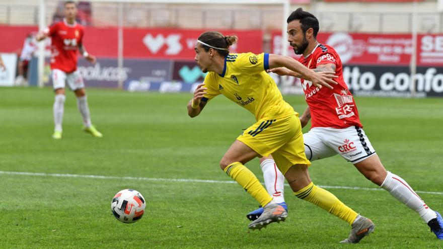 Lance de un partido del Cádiz B.