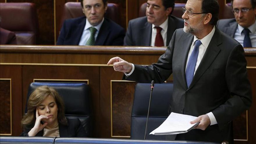 """Rajoy no ve """"inmodificable"""" la Constitución pero reclama prudencia y consenso"""
