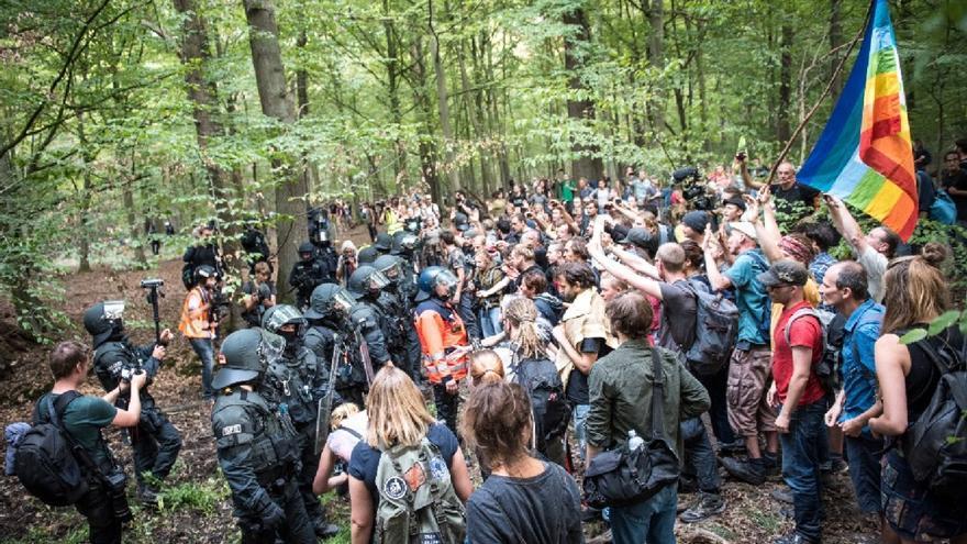 Protesta contra la tala del bosque de Hambach.