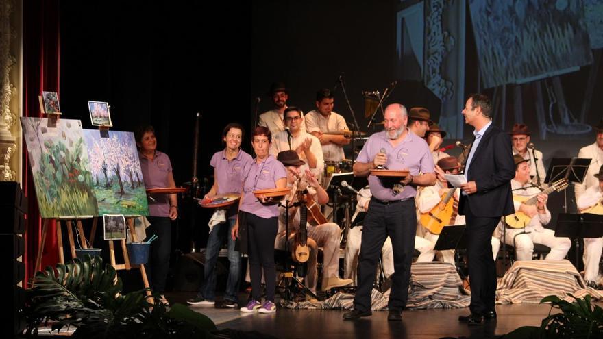 En la imagen, un momento del espectáculo solidario de Los Benahoare. Foto: JOSÉ AYUT
