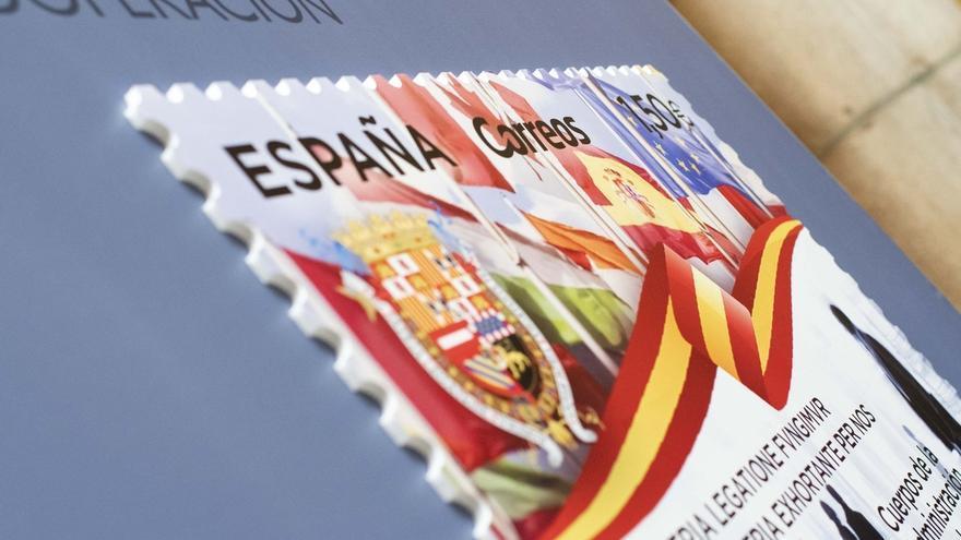 Exteriores y Correos presentan un sello dedicado a la Carrera Diplomática por su 90 aniversario