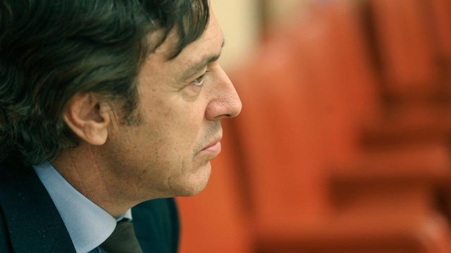 """El portavoz del PP en el Congreso lamenta que se haya tratado a Hernando (PSOE) como """"el líder de un grupo de traidores"""""""