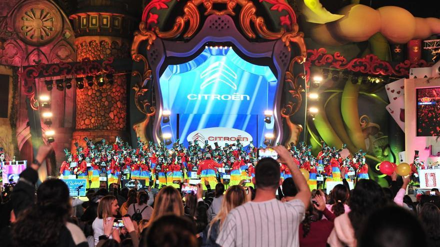 Actuación de la murga Los Chancletas en el Carnaval de Las Palmas de Gran Canaria 2020.