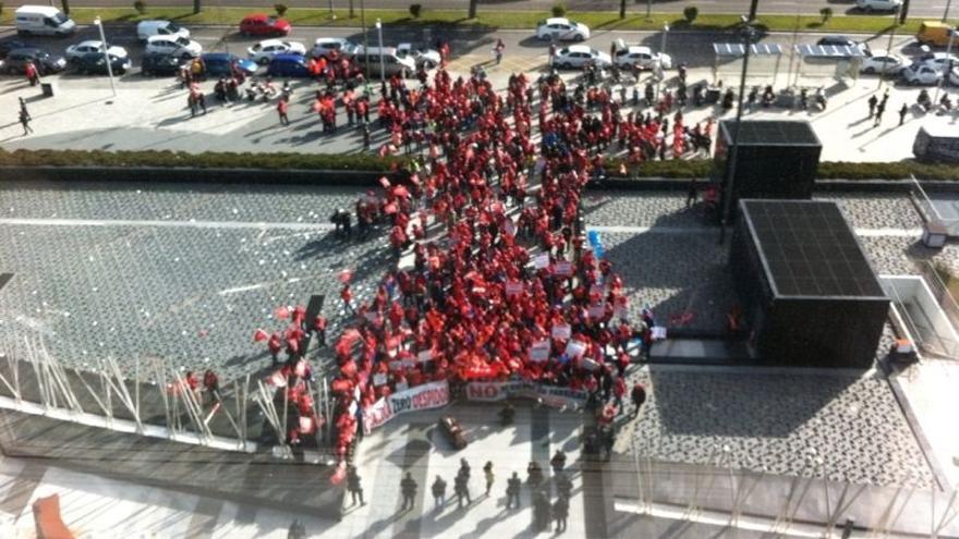 Trabajadores de Coca-Cola se concentran en Madrid al grito de 'Si Madrid no fabrica, no consume'