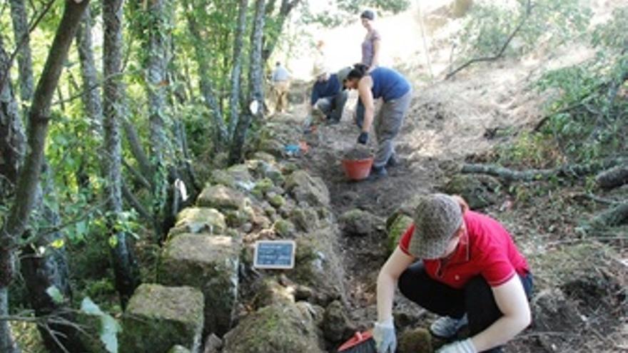 Arqueólogos en las antiguas Murallas de la Acrópolis