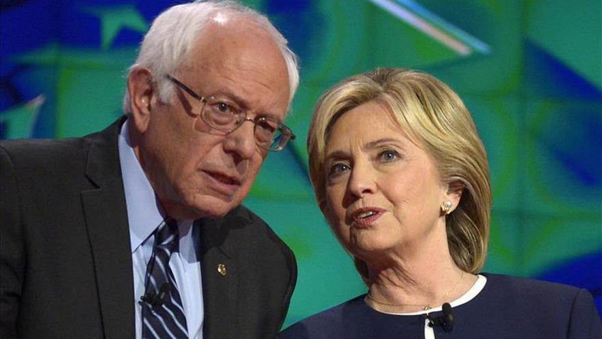 Clinton y Sanders contraatacan al debate republicano en las redes sociales
