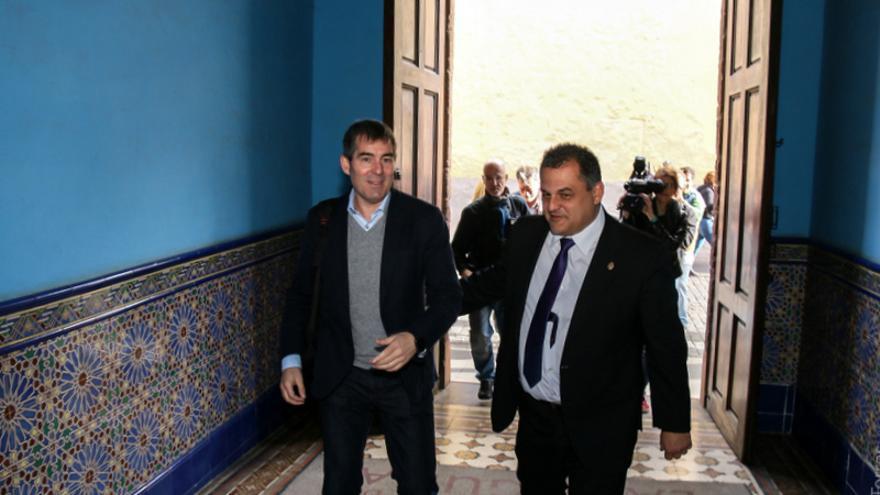 El presidente del Gobierno de Canarias, Fernando Clavijo (i), junto al alcalde, José Alberto Díaz / Ayuntamiento de La Laguna