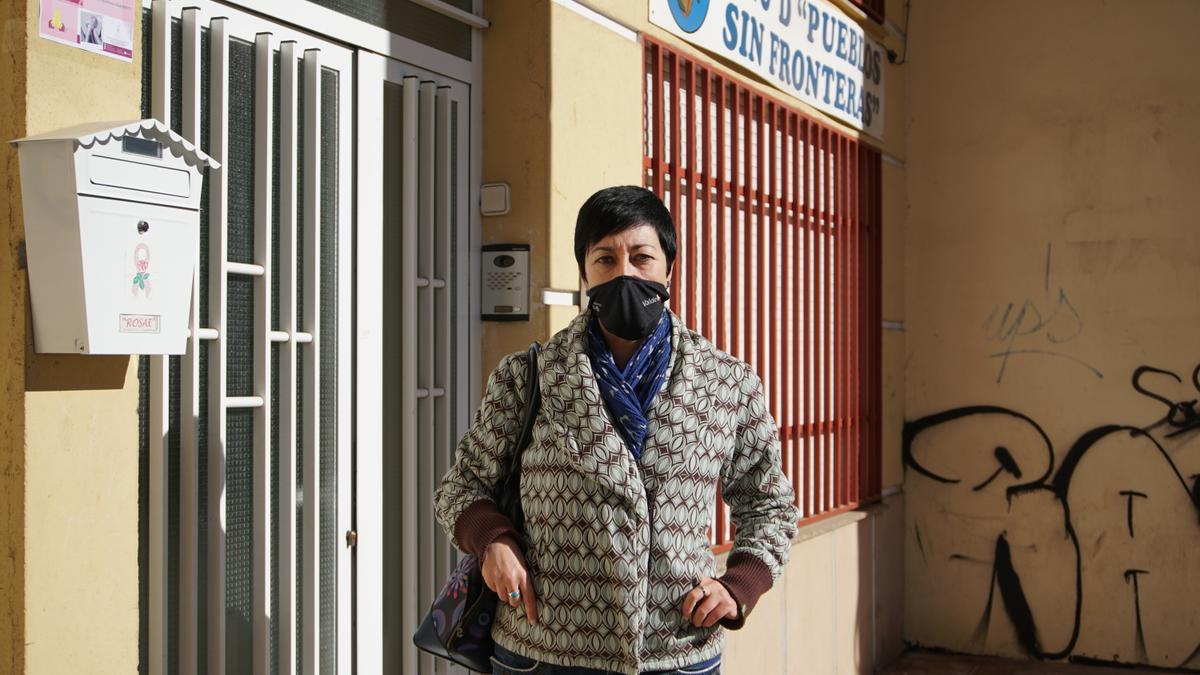 Maria Luisa, paciente de cáncer, presidenta de la asociación ROSAE y una de las personas que prestan su testimonio para el informe.