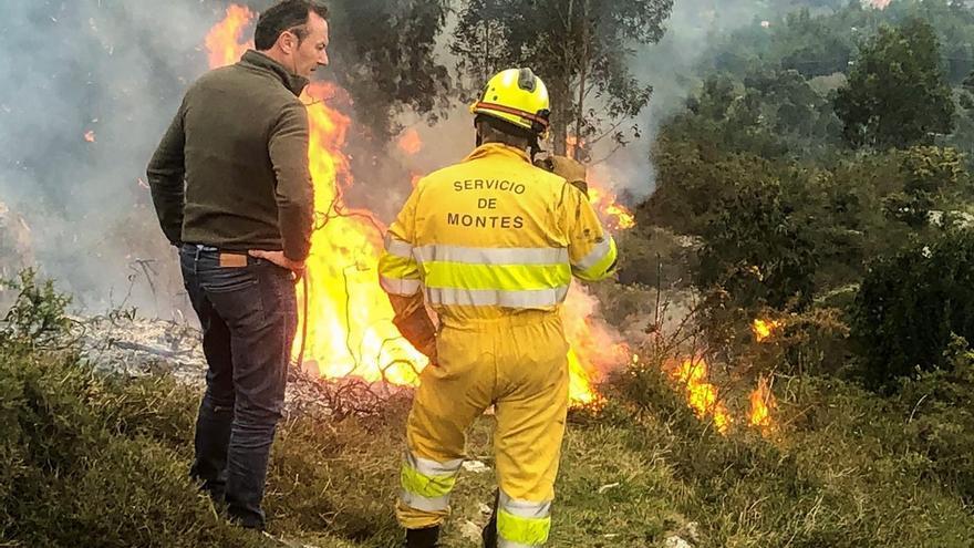 Activos dos de los 21 incendios forestales provocados en Cantabria