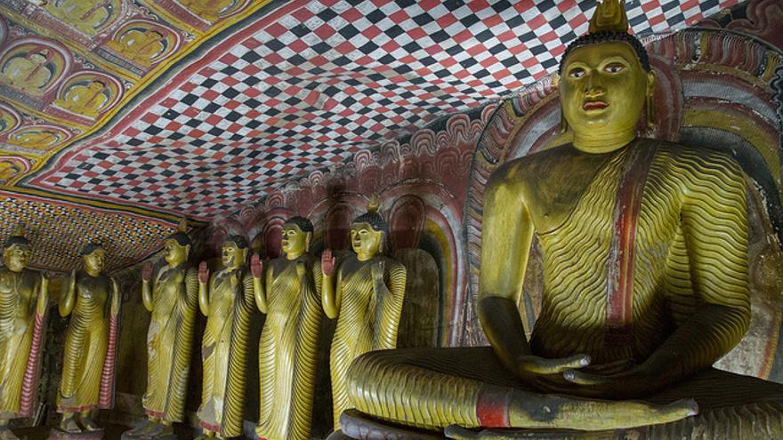 Efigies budistas en las Cuevas de Dambulla. Joanne Goldby