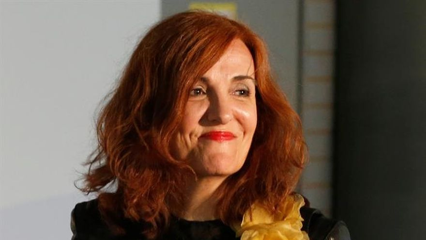 Sáenz de Santamaría anima a los periodistas a ser rigurosos y evitar el espectáculo