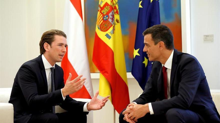 Sánchez defiende ante Kurz una política global de la UE para la inmigración